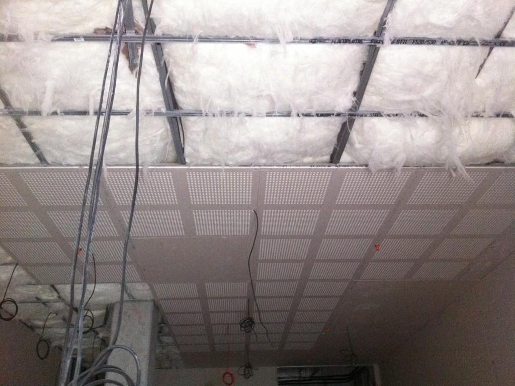 Plafond placo acoustique avec isolation